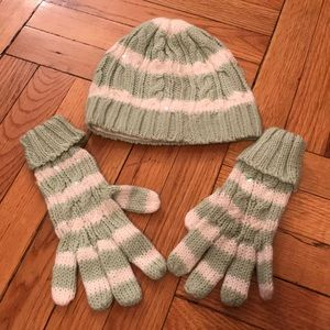 Pair of gloves and a hat- matching set